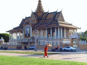 A monk walking in front of the Royal palace in Phnom Penh