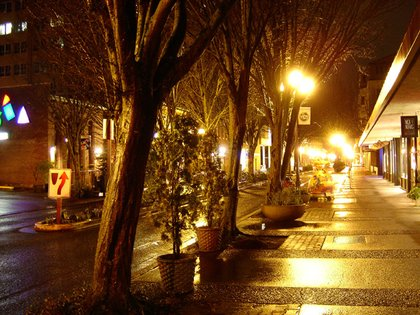 East Broadway at night, Downtown Eugene